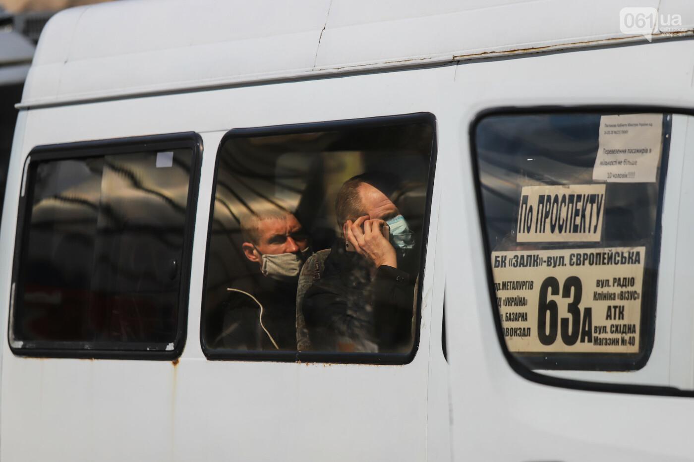 Вход только в масках: как выглядит Запорожье на карантине, - ФОТОРЕПОРТАЖ, фото-23