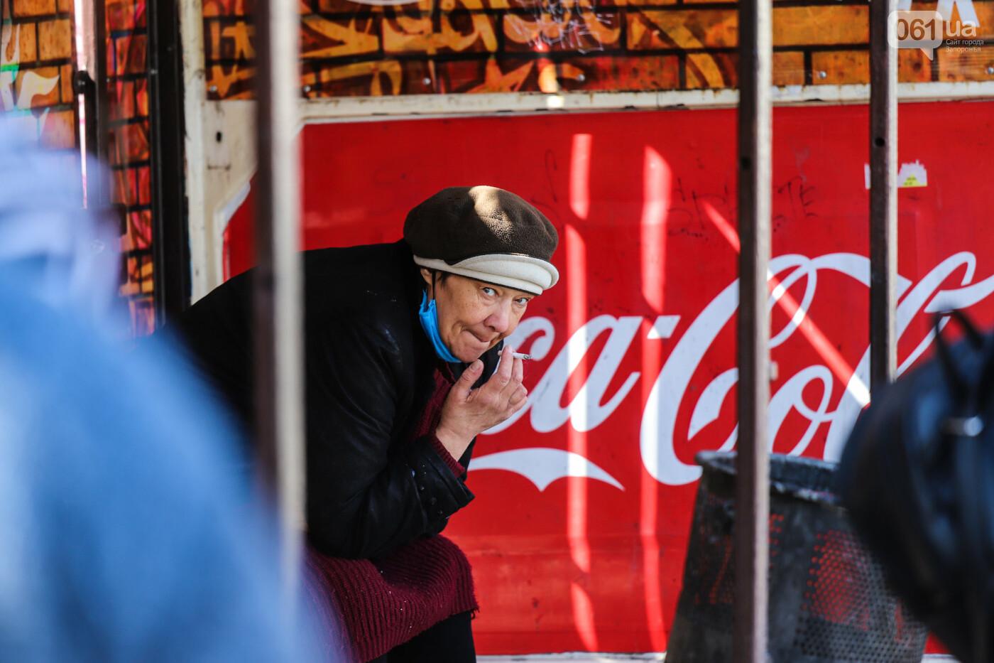 Вход только в масках: как выглядит Запорожье на карантине, - ФОТОРЕПОРТАЖ, фото-26