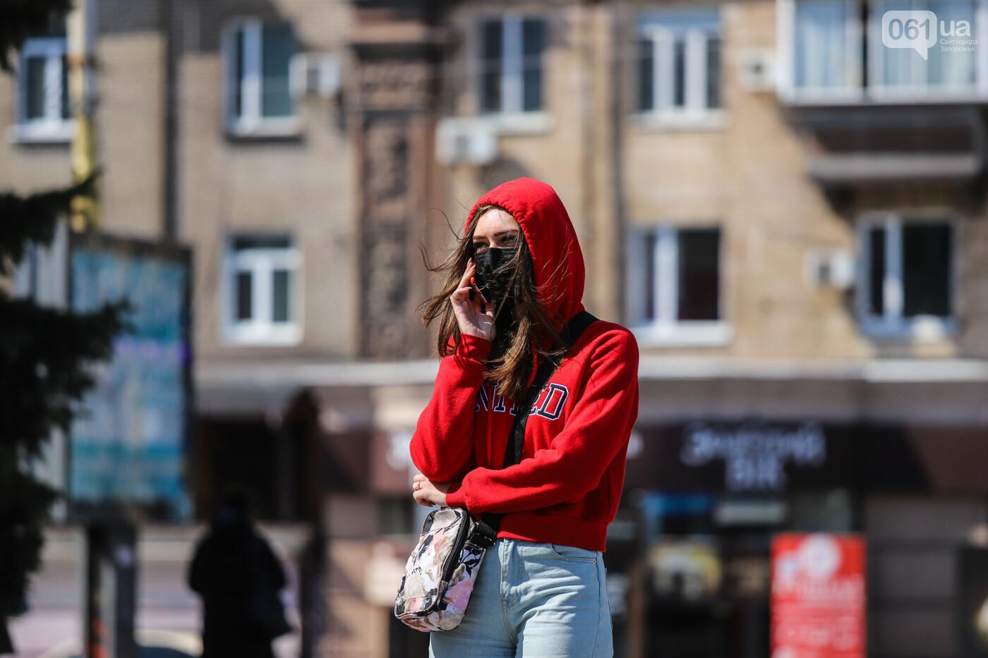Вход только в масках: как выглядит Запорожье на карантине, - ФОТОРЕПОРТАЖ, фото-6