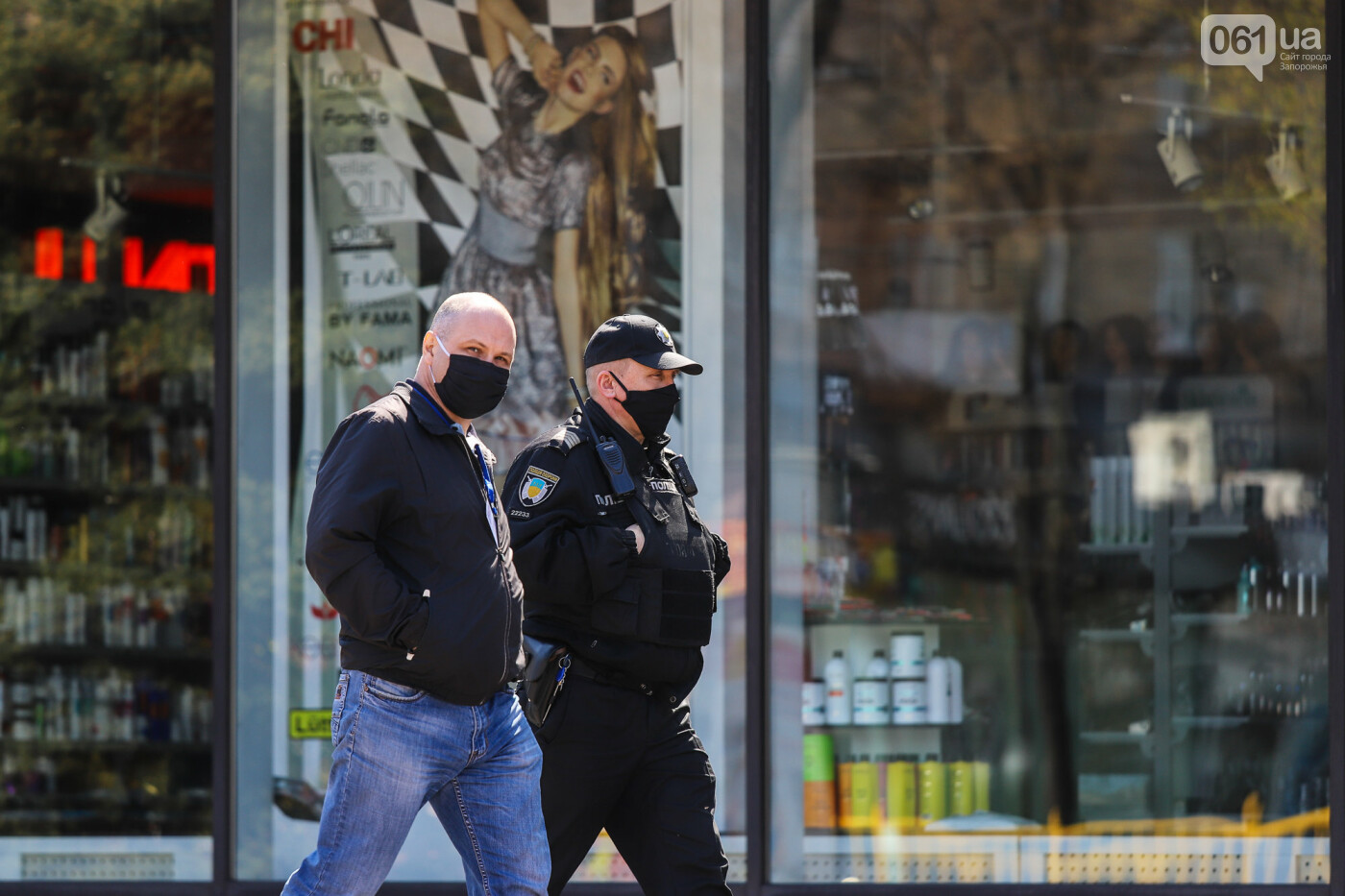 Вход только в масках: как выглядит Запорожье на карантине, - ФОТОРЕПОРТАЖ, фото-4