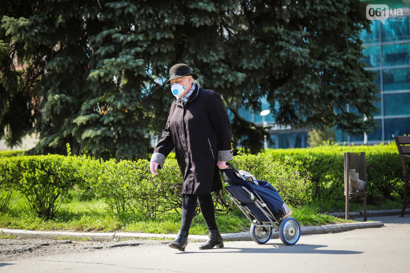 Вход только в масках: как выглядит Запорожье на карантине, - ФОТОРЕПОРТАЖ, фото-40