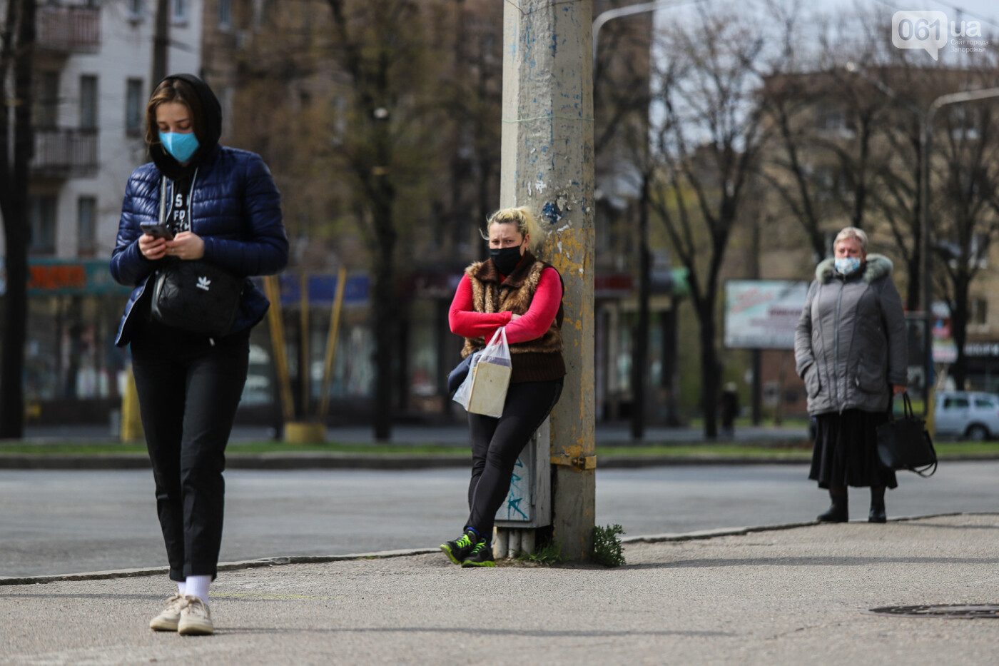 Вход только в масках: как выглядит Запорожье на карантине, - ФОТОРЕПОРТАЖ, фото-35