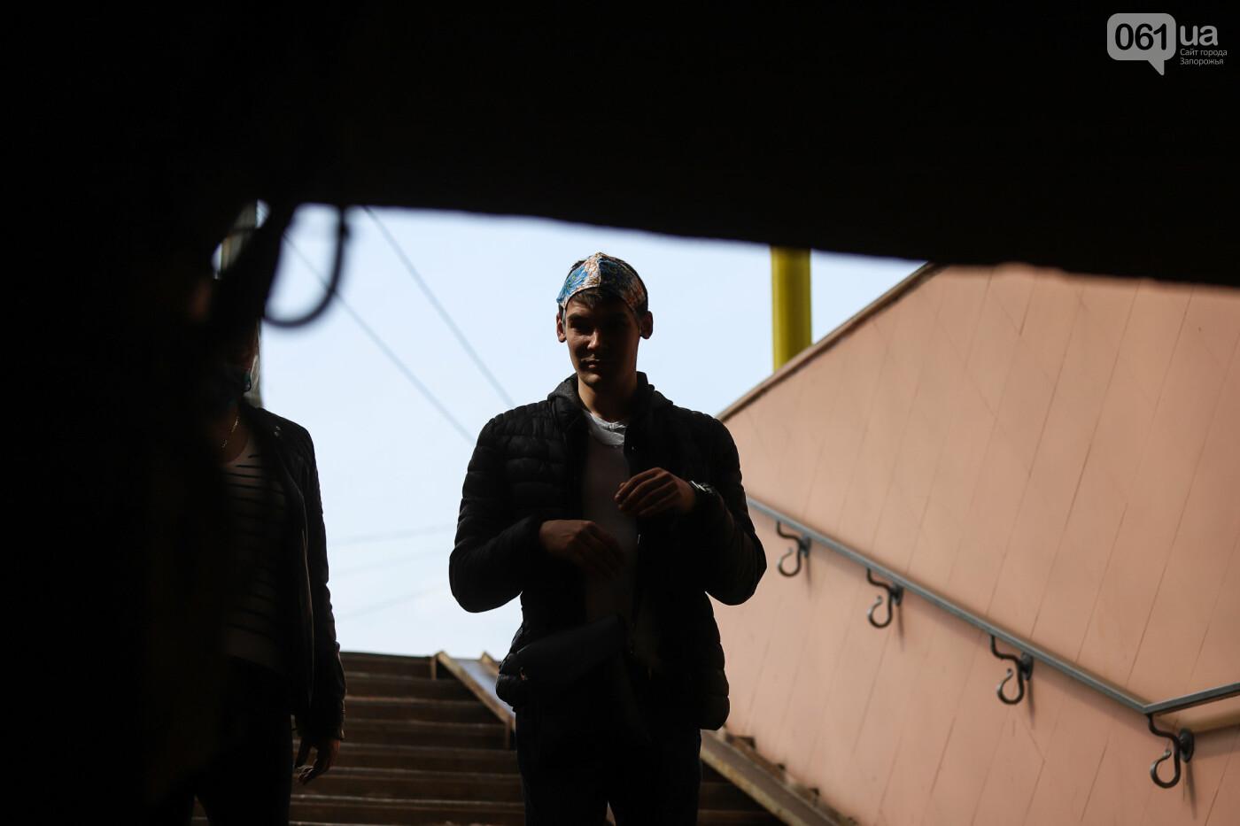 Вход только в масках: как выглядит Запорожье на карантине, - ФОТОРЕПОРТАЖ, фото-17