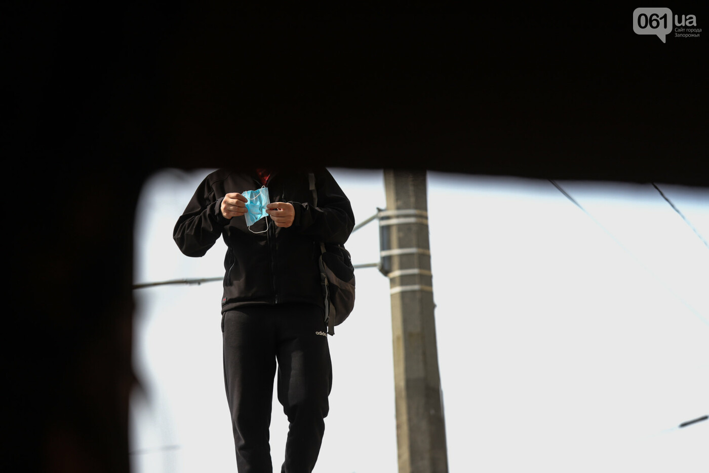Вход только в масках: как выглядит Запорожье на карантине, - ФОТОРЕПОРТАЖ, фото-18