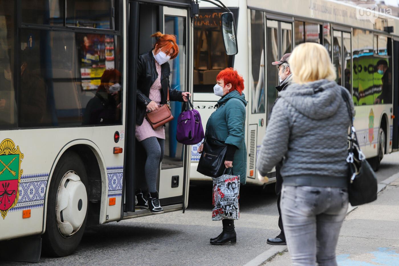 Вход только в масках: как выглядит Запорожье на карантине, - ФОТОРЕПОРТАЖ, фото-32