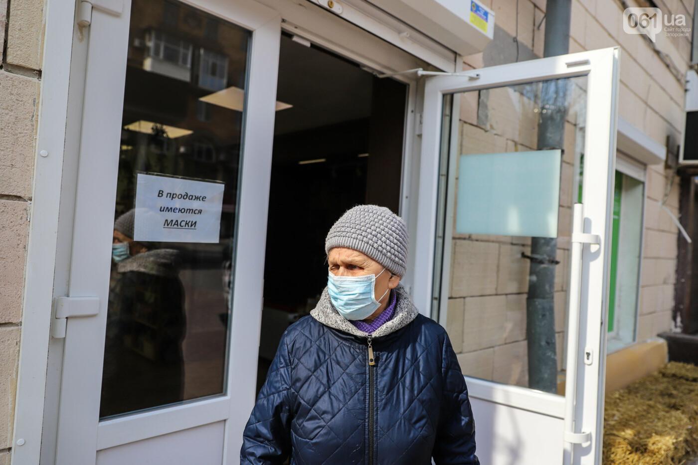 Вход только в масках: как выглядит Запорожье на карантине, - ФОТОРЕПОРТАЖ, фото-44
