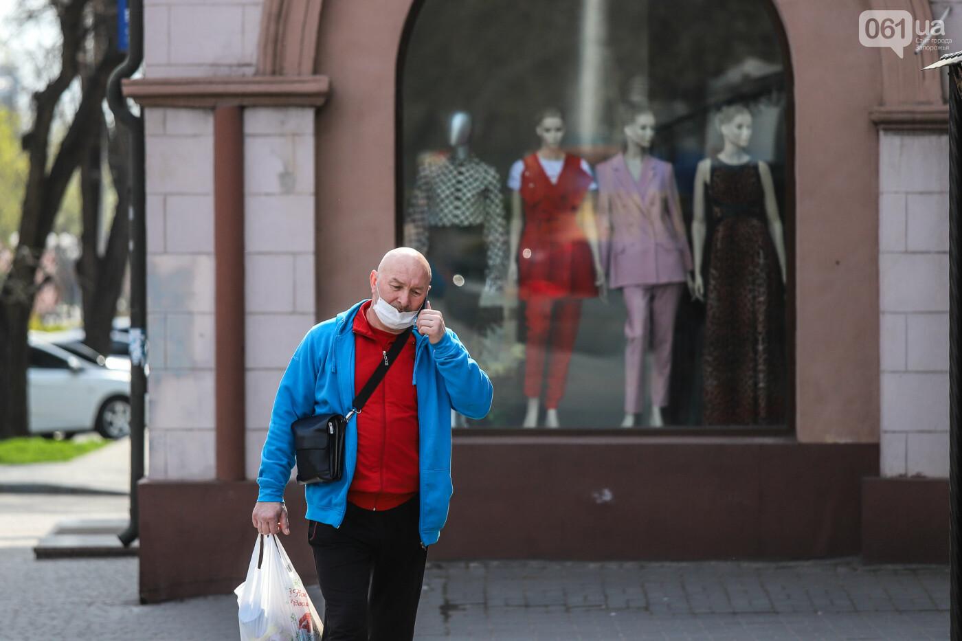 Вход только в масках: как выглядит Запорожье на карантине, - ФОТОРЕПОРТАЖ, фото-45