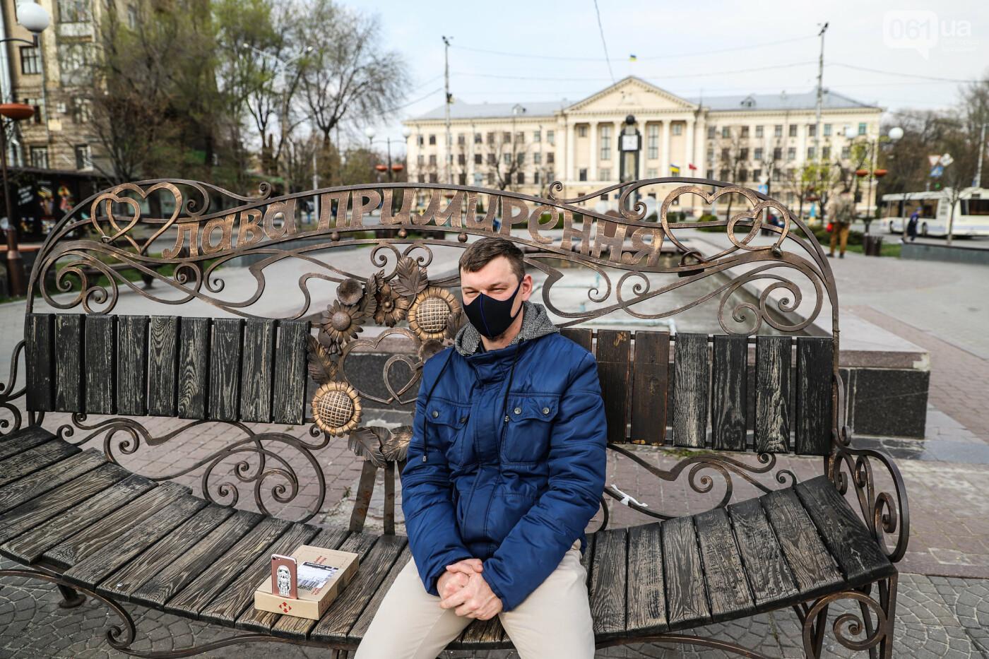 Вход только в масках: как выглядит Запорожье на карантине, - ФОТОРЕПОРТАЖ, фото-55