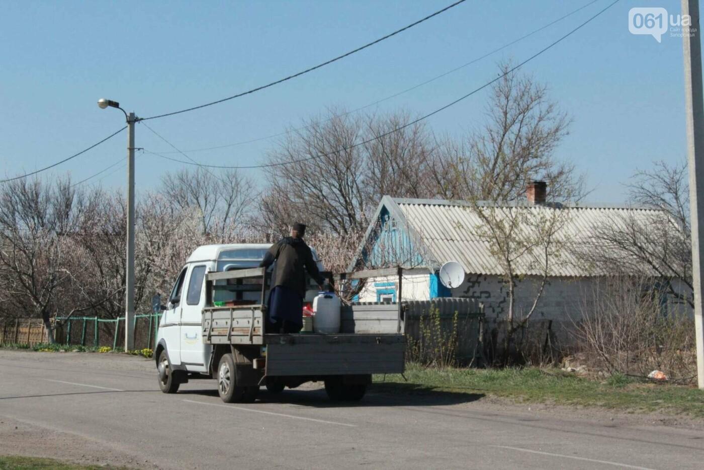 От коронавируса: в Запорожской области священник на грузовике окропил села святой водой , фото-5