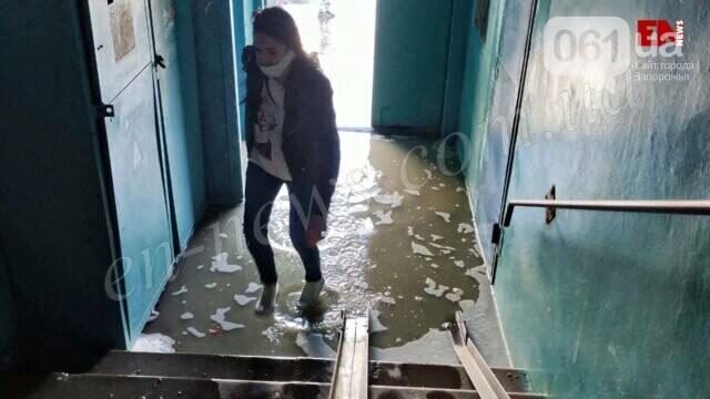 В Энергодаре из-за порыва труб затопило квартиры - создана комиссия для компенсации ущерба, фото-3