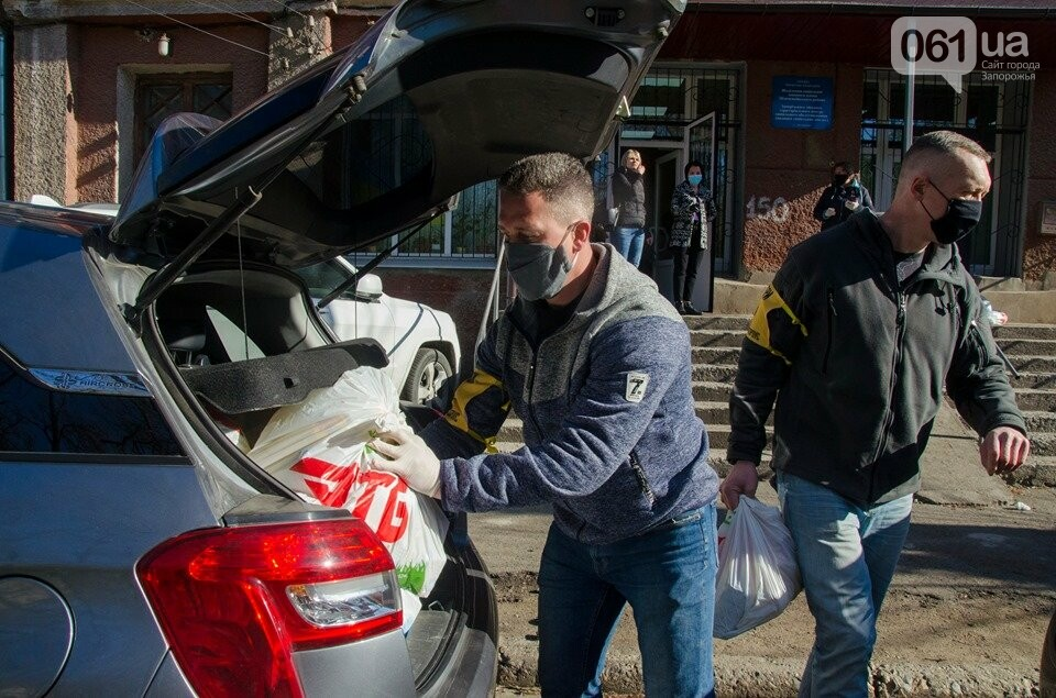 Волонтеры доставили одиноким запорожцам продуктовые наборы, - ФОТОФАКТ, фото-1