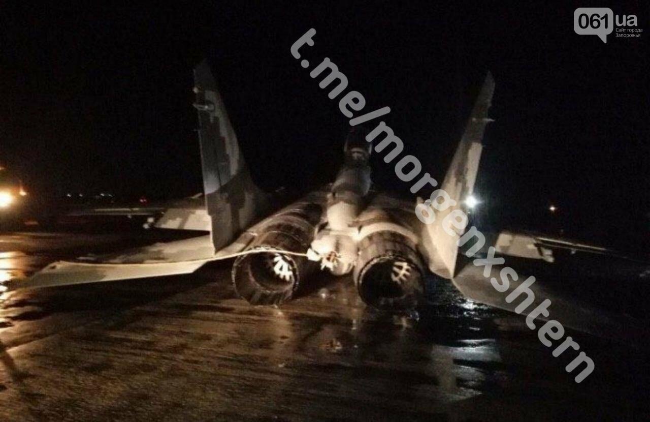 На аэродроме в Мелитополе совершил аварийную посадку истребитель МИГ-29, фото-3