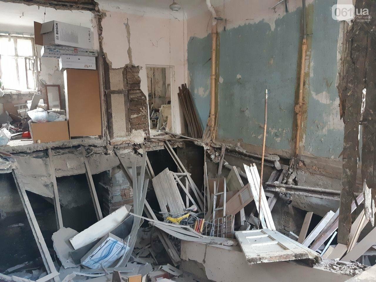 В Запорожье в жилом доме обвалилась опорная стена: открыто уголовное дело, людей переселяют в общежития, - ФОТОРЕПОРТАЖ, фото-12