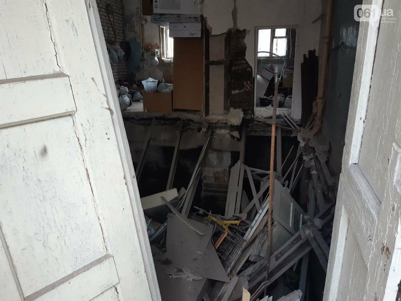 В Запорожье в жилом доме обвалилась опорная стена: открыто уголовное дело, людей переселяют в общежития, - ФОТОРЕПОРТАЖ, фото-8