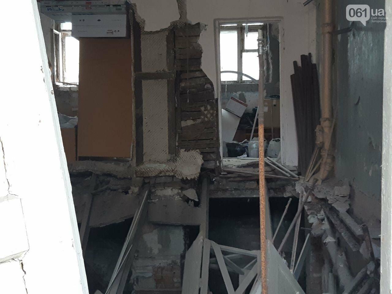 В Запорожье в жилом доме обвалилась опорная стена: открыто уголовное дело, людей переселяют в общежития, - ФОТОРЕПОРТАЖ, фото-7
