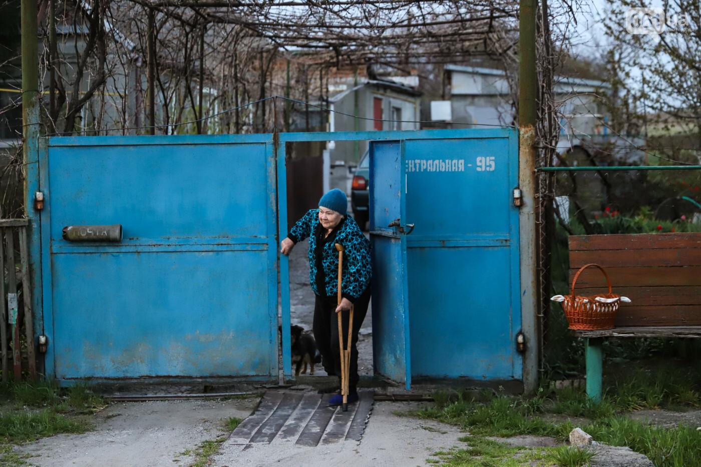 Освящение пасок у дворов на сельских улицах и полицейские возле храмов вместо прихожан: как празднуют Пасху в Запорожье, - ФОТОРЕПОРТАЖ, фото-16