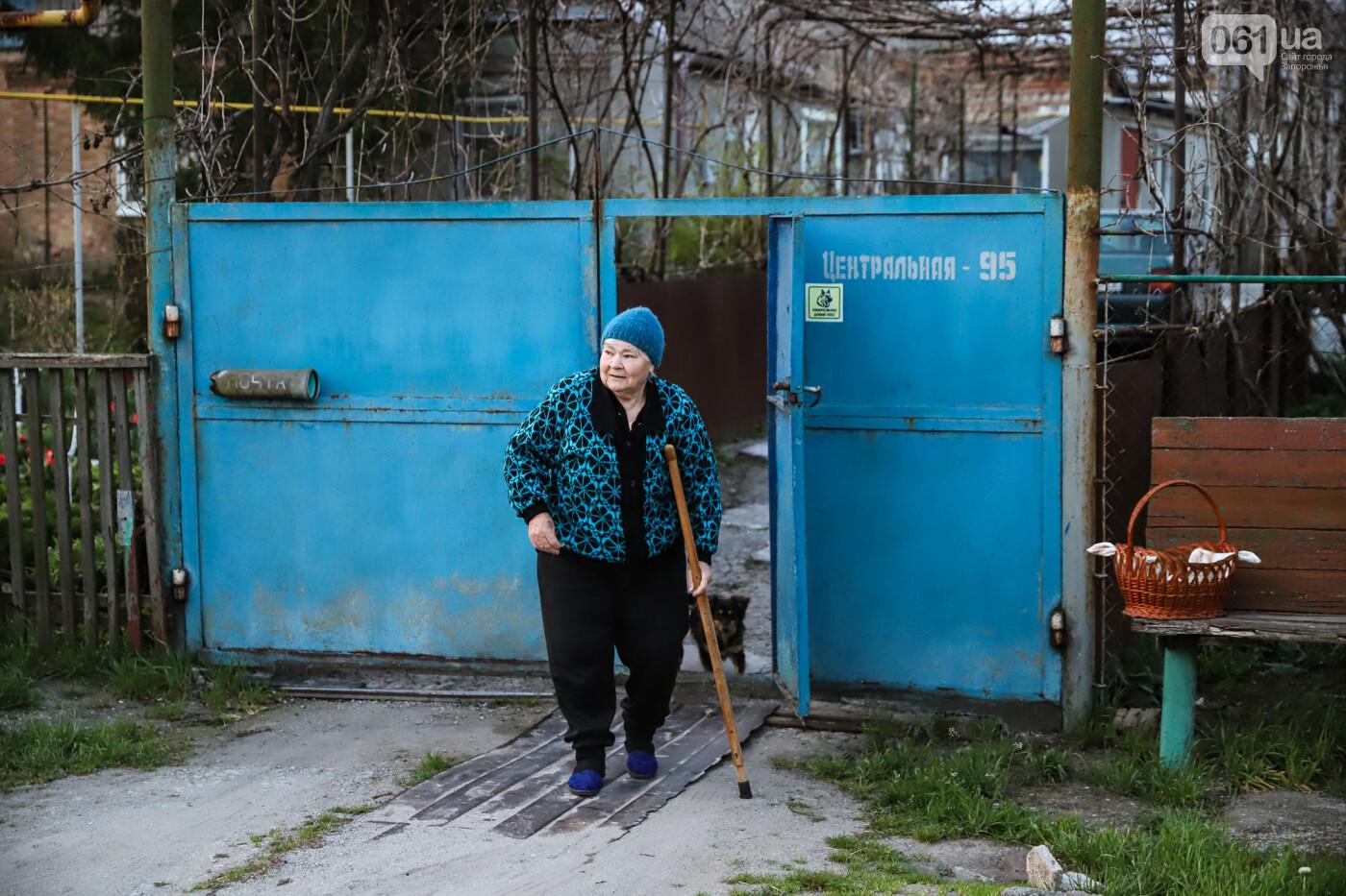 Освящение пасок у дворов на сельских улицах и полицейские возле храмов вместо прихожан: как празднуют Пасху в Запорожье, - ФОТОРЕПОРТАЖ, фото-17
