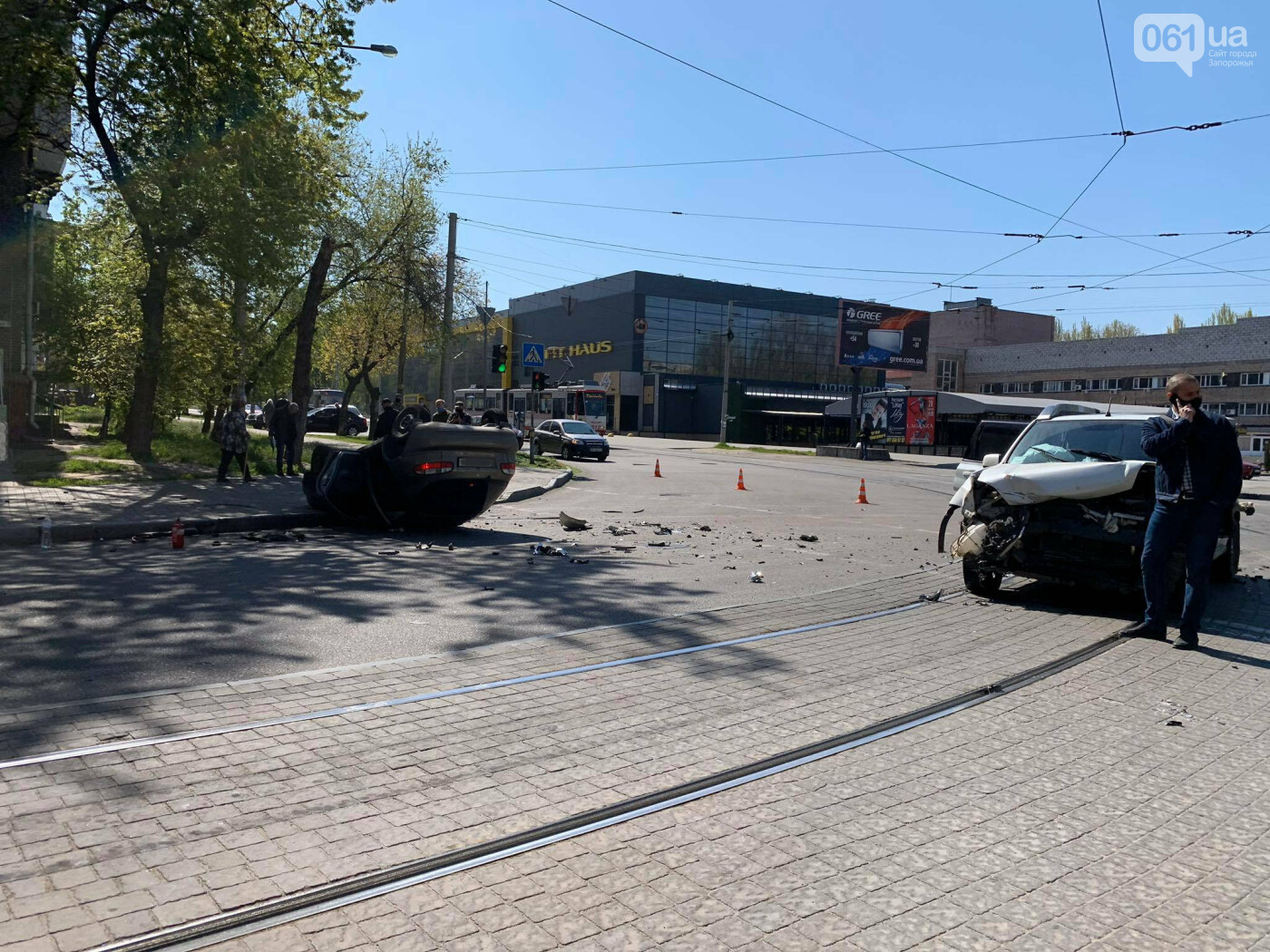 В запорожской полиции рассказали подробности утреннего ДТП с перевернувшимся авто , фото-1