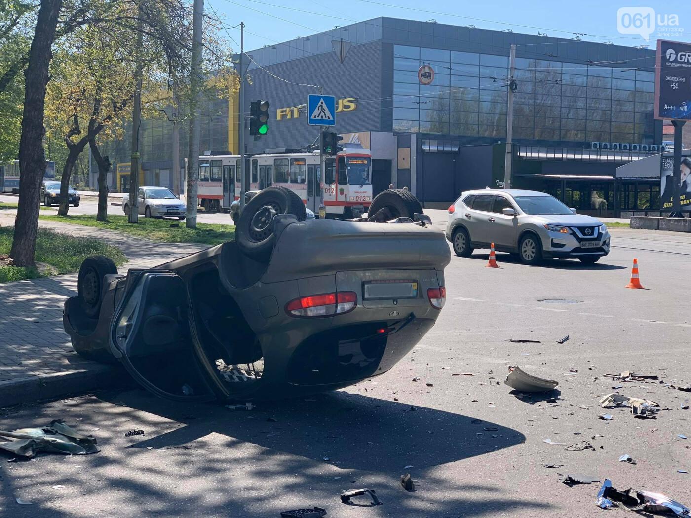 В запорожской полиции рассказали подробности утреннего ДТП с перевернувшимся авто , фото-5