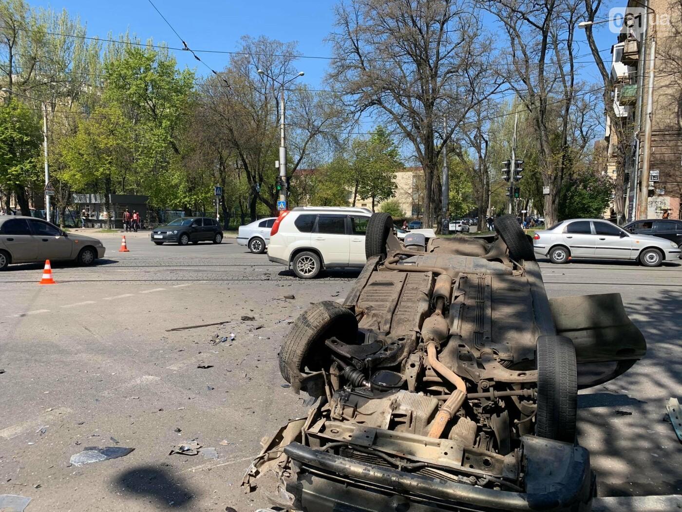В запорожской полиции рассказали подробности утреннего ДТП с перевернувшимся авто , фото-6