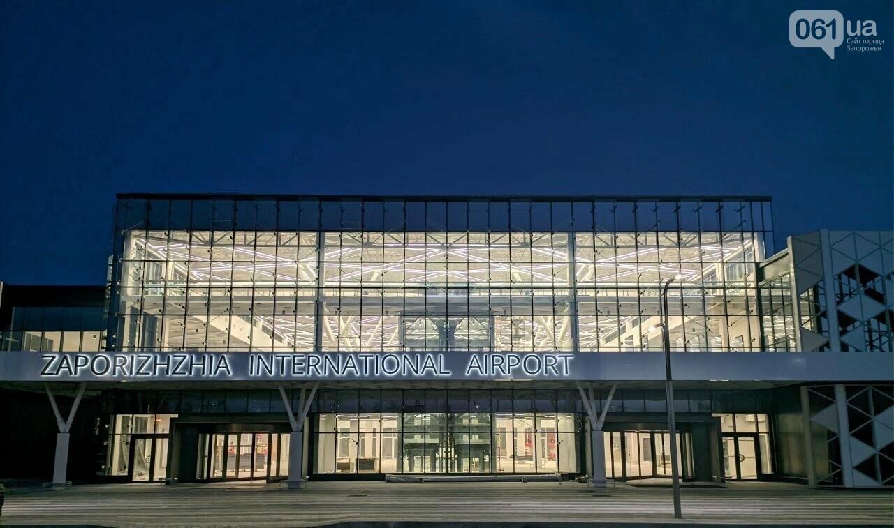В новом терминале запорожского аэропорта смонтировали систему освещения главного холла, - ФОТО, фото-1