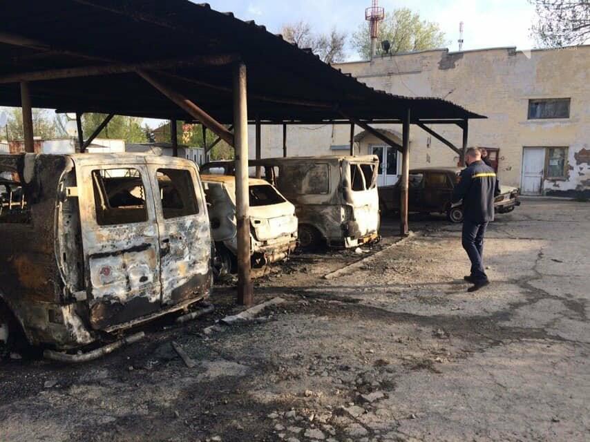 В полиции пожар на автостоянке в Васильевке расследуют как поджог , фото-2