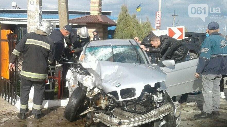 В Кирилловке в результате столкновения BMW и Subaru пострадали двое детей, фото-1