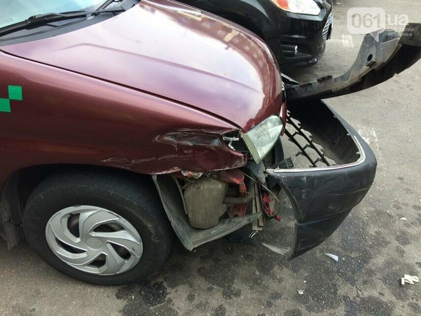 В Запорожье водитель Porsche Panamera протаранила 4 припаркованных авто возле ТЦ - видео момента ДТП, фото-5