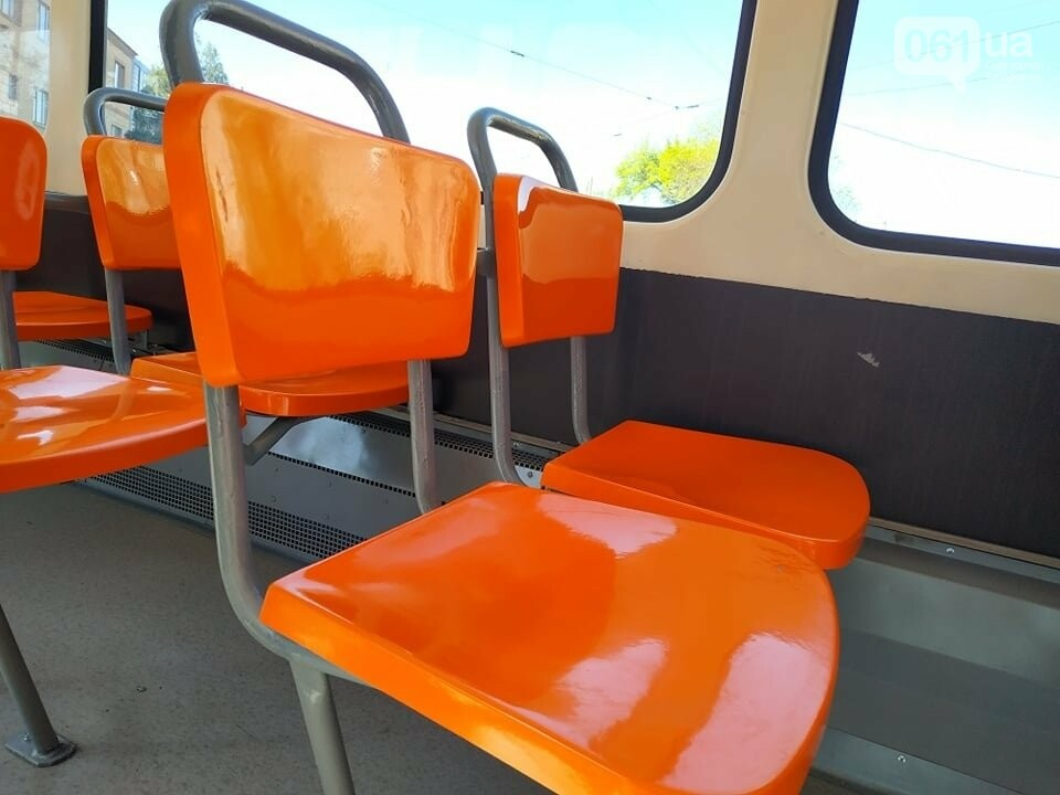В Запорожье капитально отремонтировали еще два  трамвайных вагона за 600 тысяч гривен, фото-1