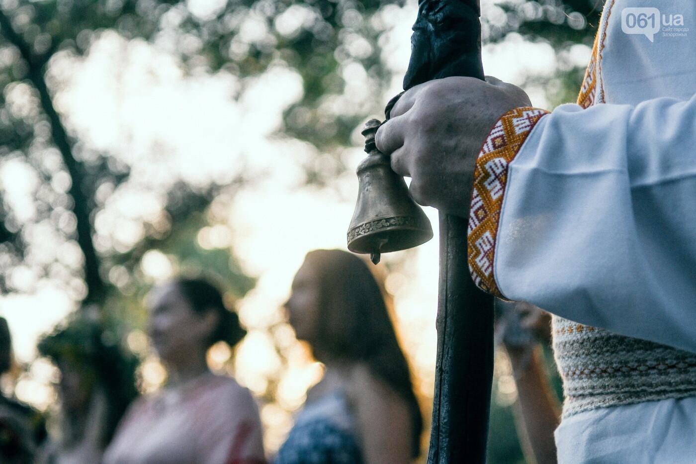 Хороводы в венках и прыжки через костер: как на Хортице отпраздновали Ивана Купала, - ФОТОРЕПОРТАЖ, фото-15