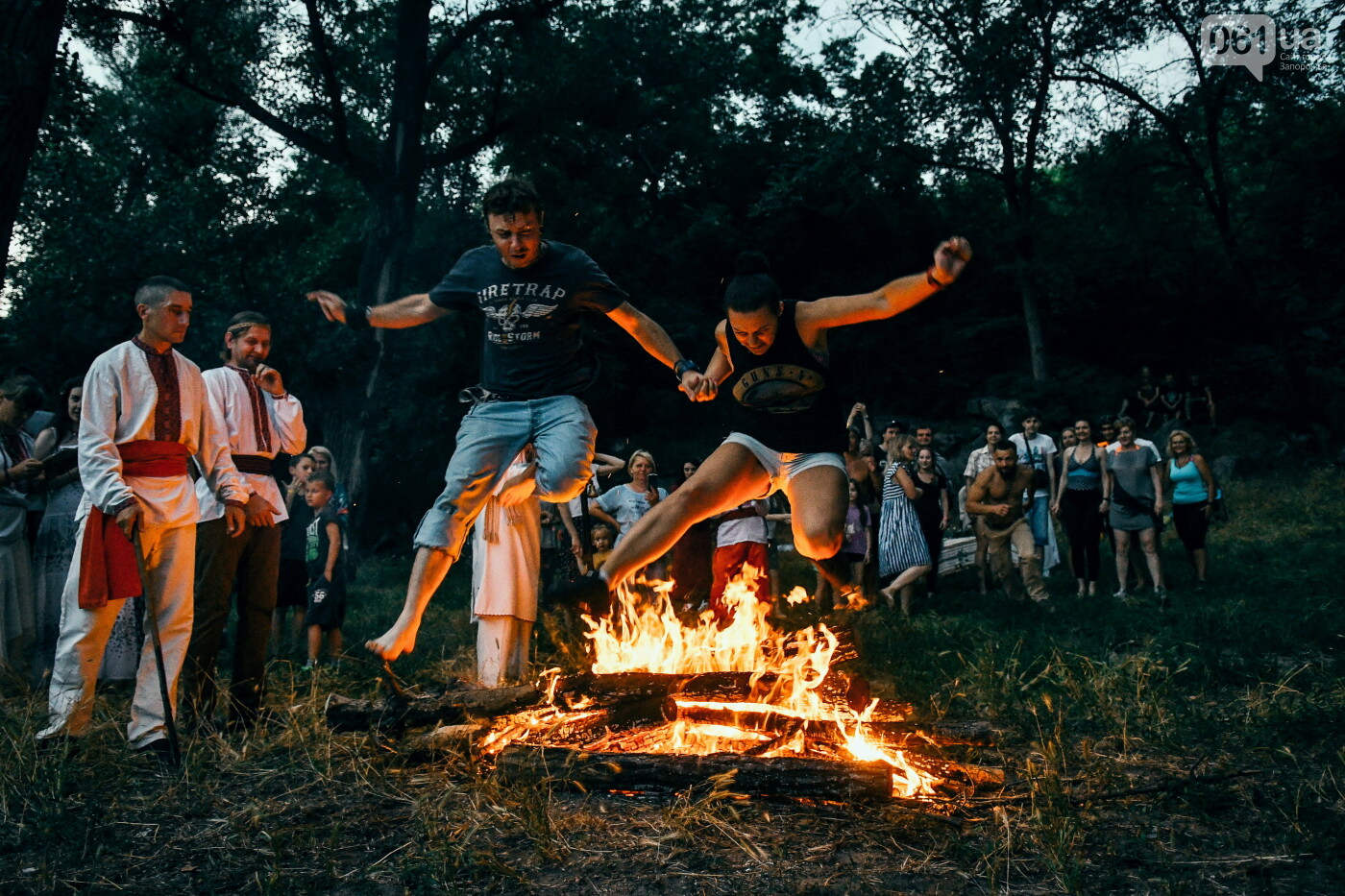 Хороводы в венках и прыжки через костер: как на Хортице отпраздновали Ивана Купала, - ФОТОРЕПОРТАЖ, фото-59