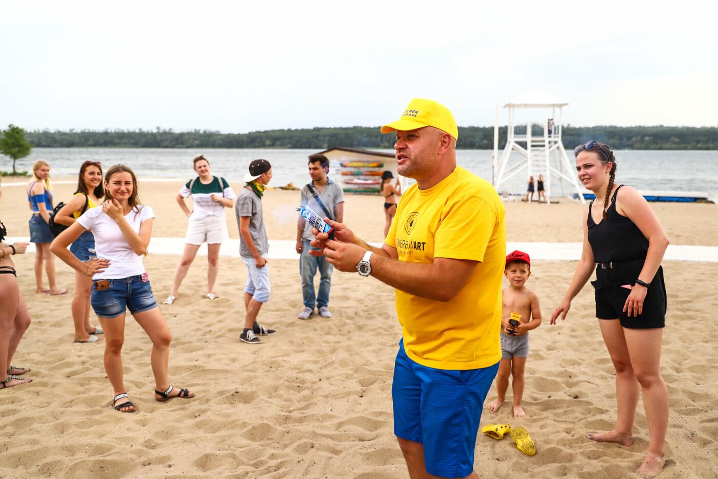 На пляже в Запорожье зажгли желто-синие дымовые шашки и установили рекорд Украины, - ФОТОРЕПОРТАЖ, фото-4