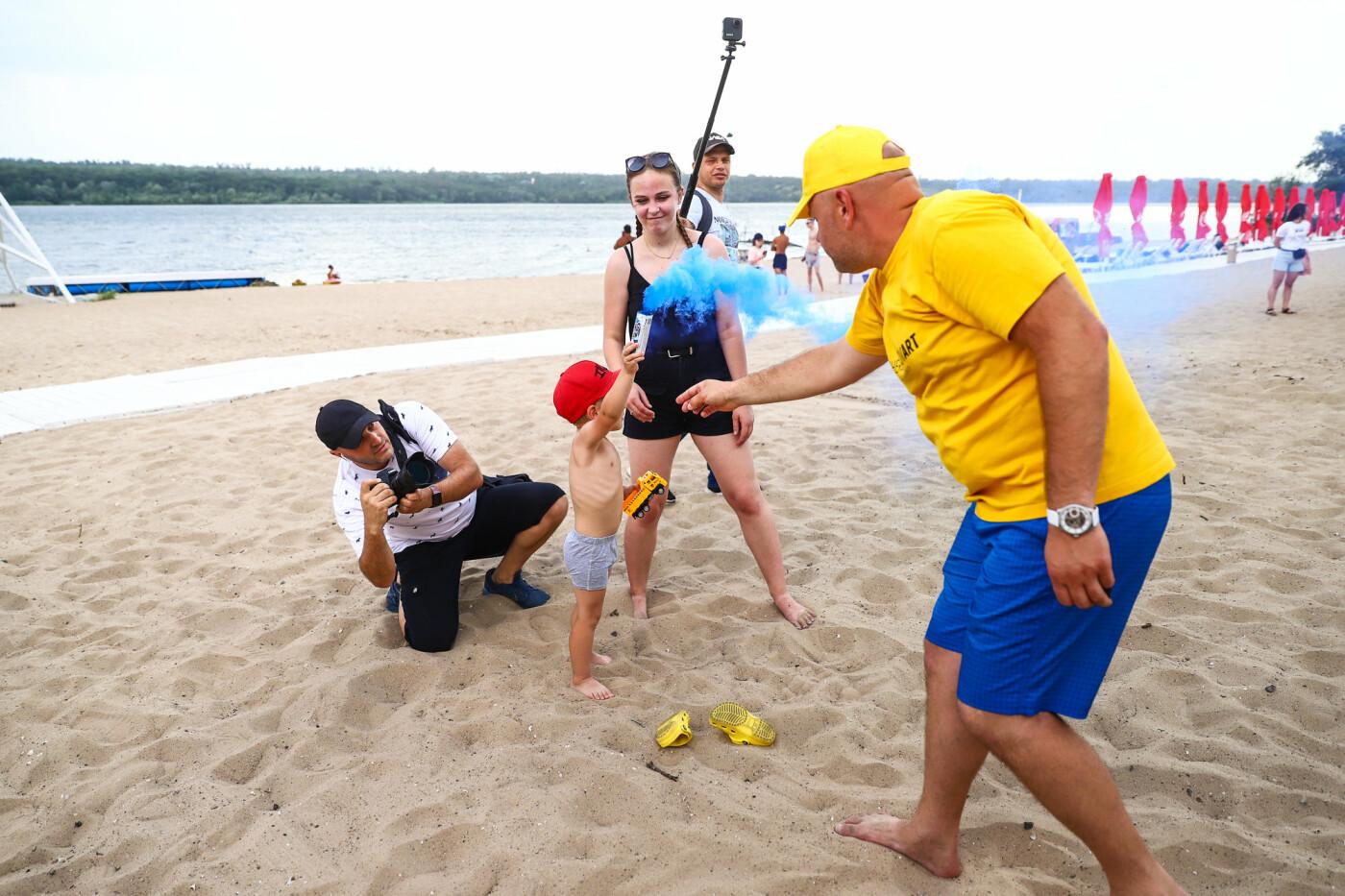 На пляже в Запорожье зажгли желто-синие дымовые шашки и установили рекорд Украины, - ФОТОРЕПОРТАЖ, фото-7