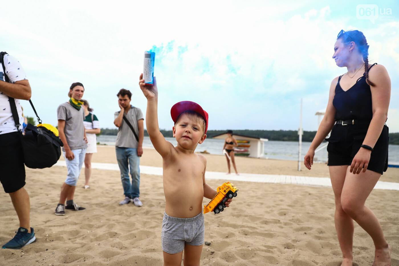 На пляже в Запорожье зажгли желто-синие дымовые шашки и установили рекорд Украины, - ФОТОРЕПОРТАЖ, фото-8
