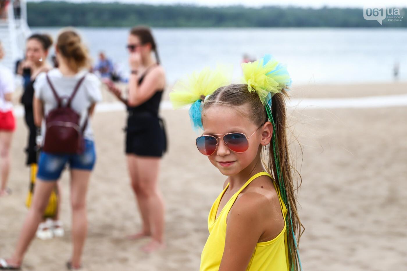На пляже в Запорожье зажгли желто-синие дымовые шашки и установили рекорд Украины, - ФОТОРЕПОРТАЖ, фото-9