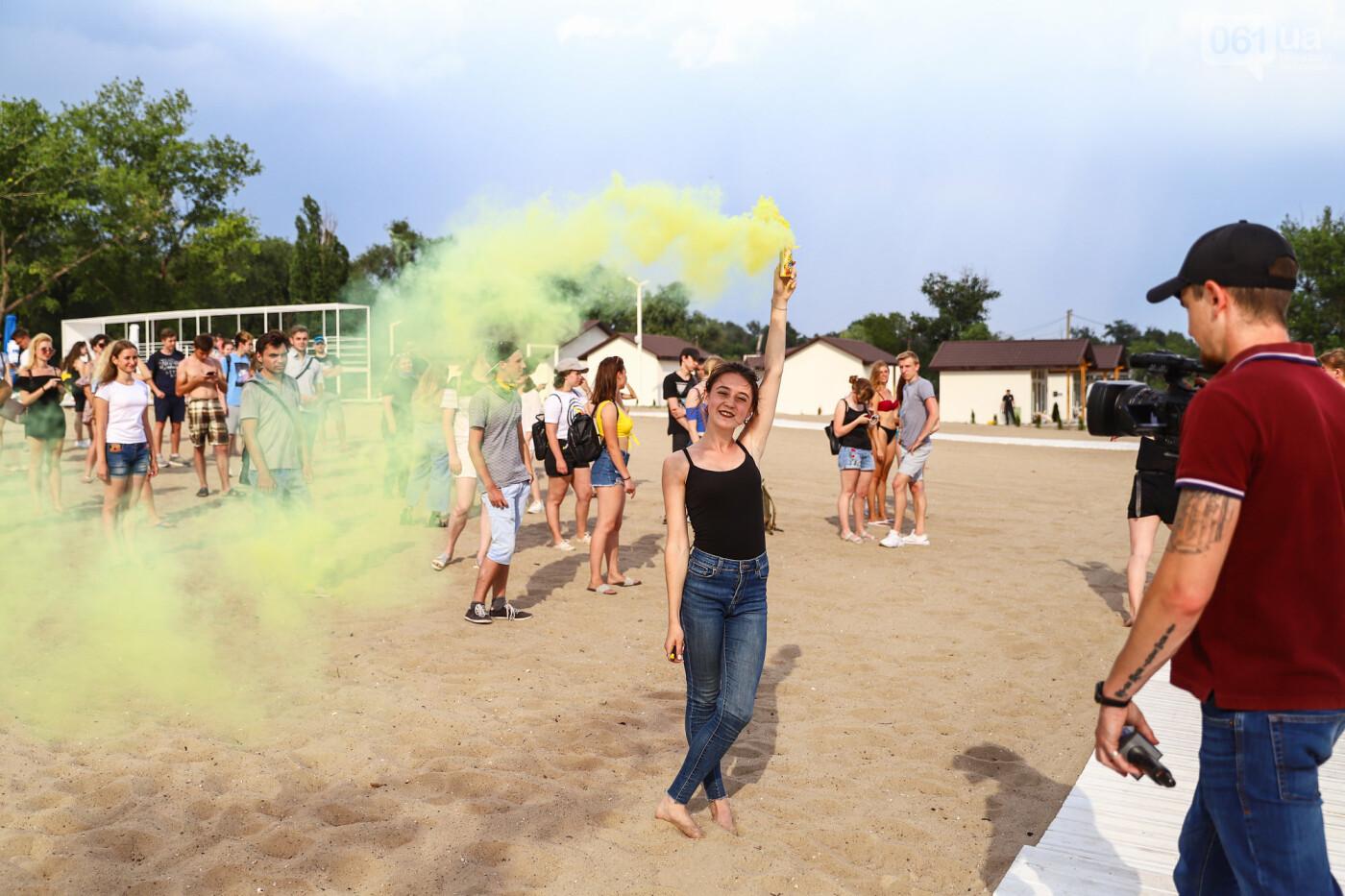 На пляже в Запорожье зажгли желто-синие дымовые шашки и установили рекорд Украины, - ФОТОРЕПОРТАЖ, фото-18
