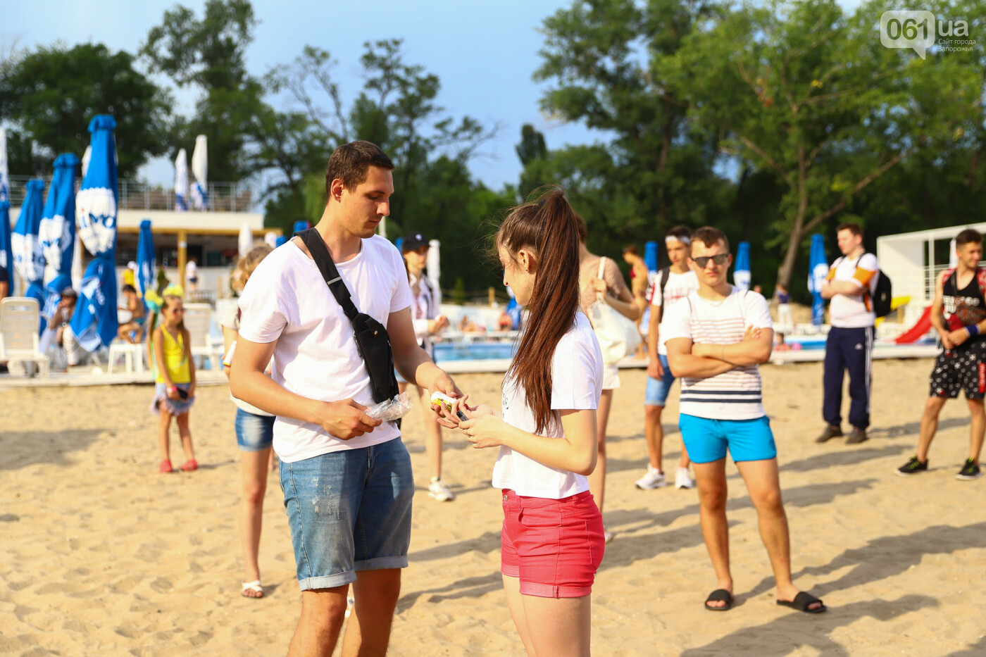 На пляже в Запорожье зажгли желто-синие дымовые шашки и установили рекорд Украины, - ФОТОРЕПОРТАЖ, фото-10