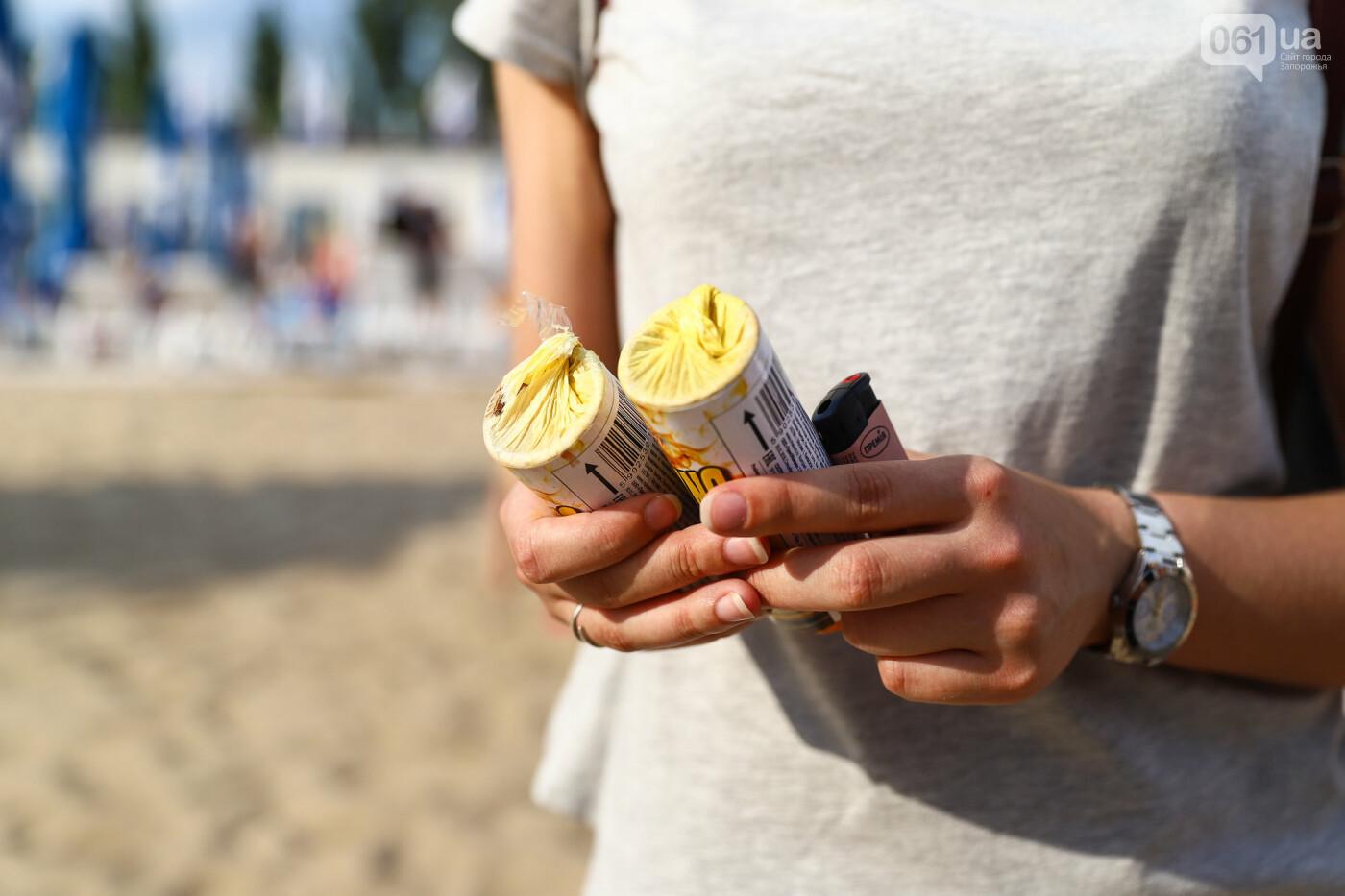 На пляже в Запорожье зажгли желто-синие дымовые шашки и установили рекорд Украины, - ФОТОРЕПОРТАЖ, фото-11