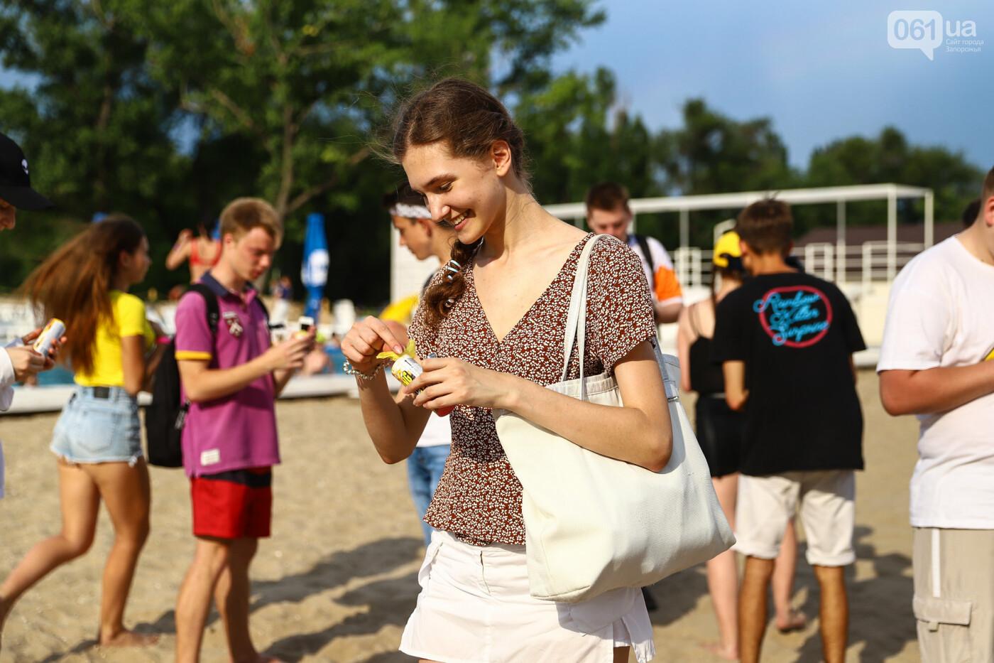 На пляже в Запорожье зажгли желто-синие дымовые шашки и установили рекорд Украины, - ФОТОРЕПОРТАЖ, фото-12