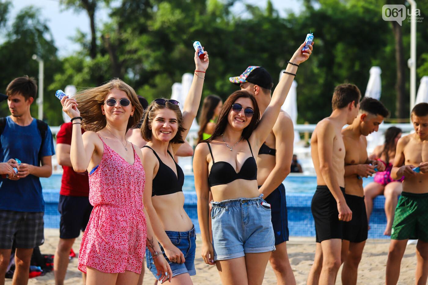 На пляже в Запорожье зажгли желто-синие дымовые шашки и установили рекорд Украины, - ФОТОРЕПОРТАЖ, фото-13