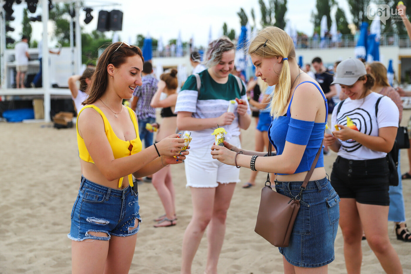 На пляже в Запорожье зажгли желто-синие дымовые шашки и установили рекорд Украины, - ФОТОРЕПОРТАЖ, фото-15