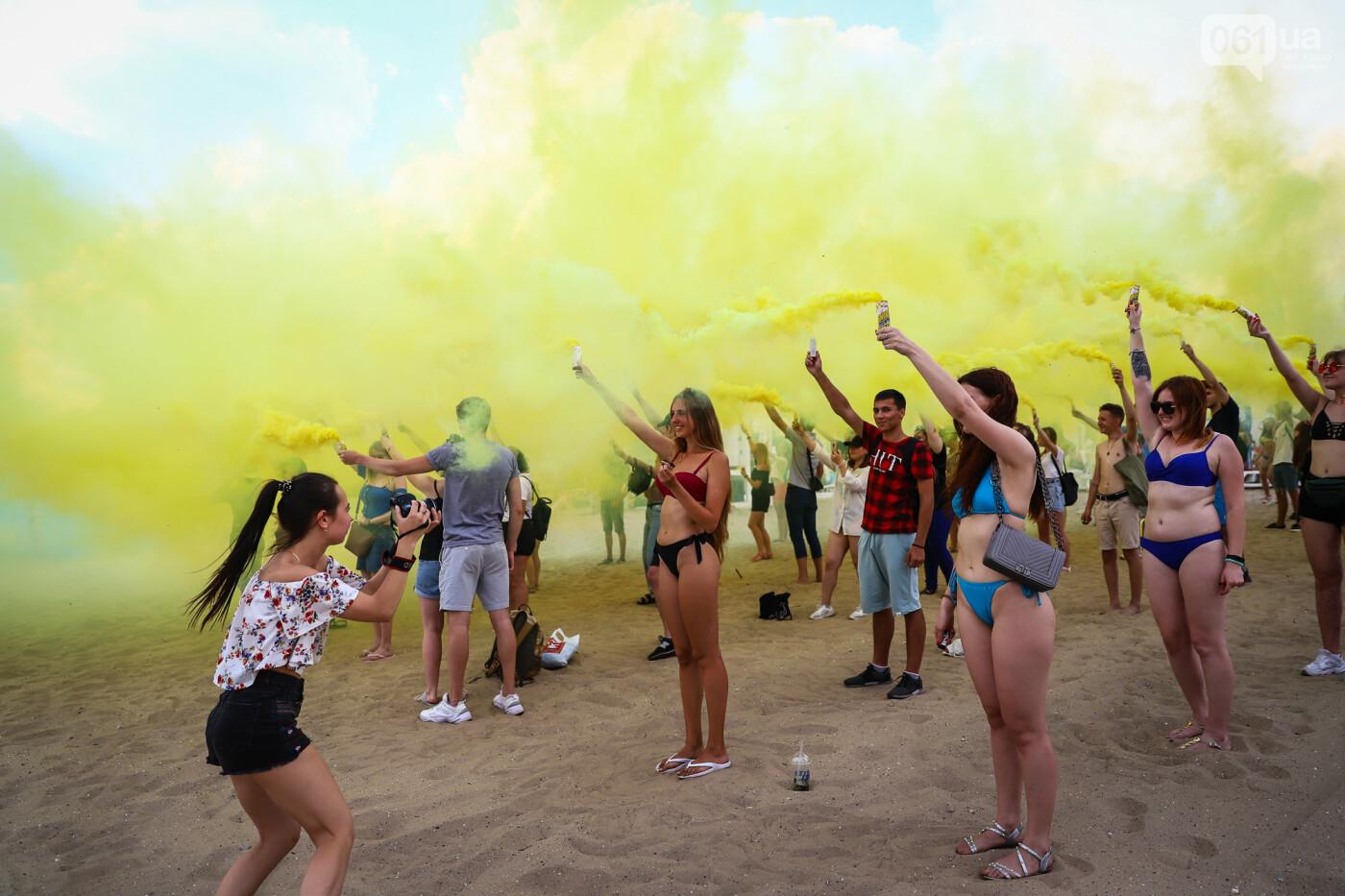 На пляже в Запорожье зажгли желто-синие дымовые шашки и установили рекорд Украины, - ФОТОРЕПОРТАЖ, фото-21