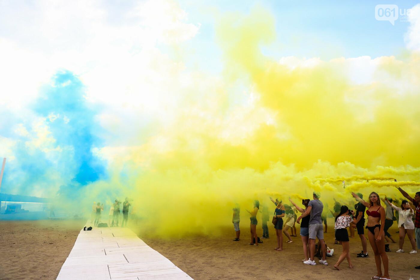 На пляже в Запорожье зажгли желто-синие дымовые шашки и установили рекорд Украины, - ФОТОРЕПОРТАЖ, фото-22