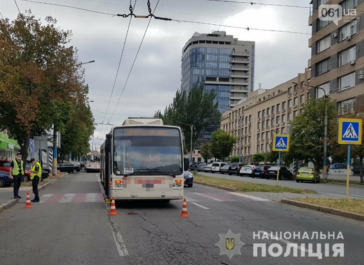 В центре Запорожья троллейбус на пешеходном переходе сбил женщину, - ФОТО, фото-1