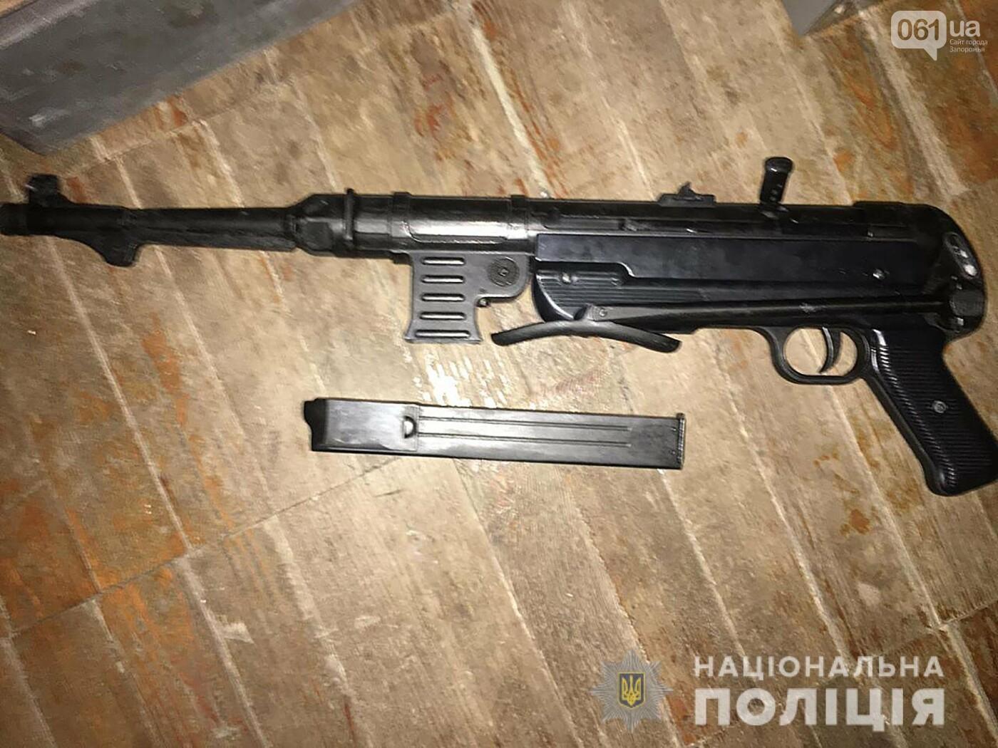В Бердянске мужчина устроил стрельбу по детям, которые шумели на площадке, фото-1