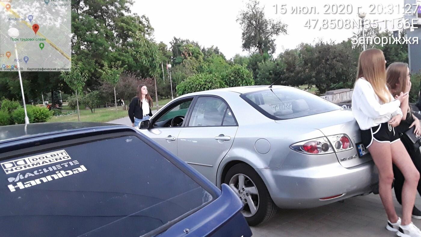 В Запорожье нарушители пытались спрятать номер авто от парковщиков, но те выписали штраф на месте, фото-3