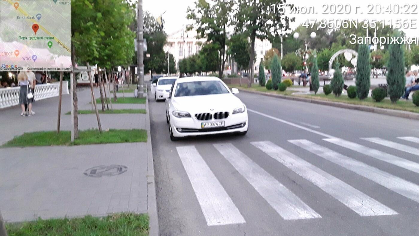 В Запорожье нарушители пытались спрятать номер авто от парковщиков, но те выписали штраф на месте, фото-5