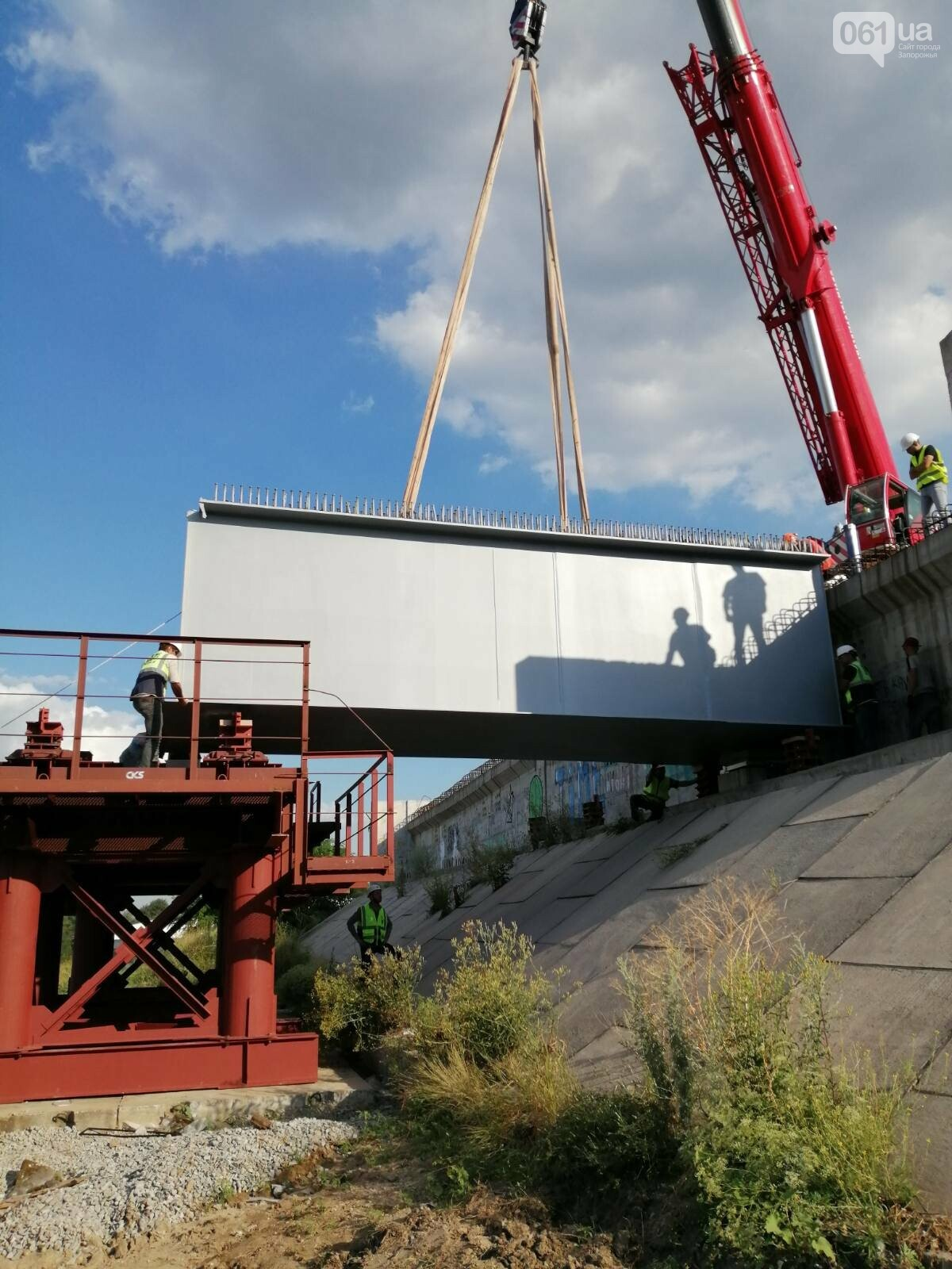 В Запорожье полным ходом идут монтажные работы на мостах через Днепр, - ФОТО, фото-4