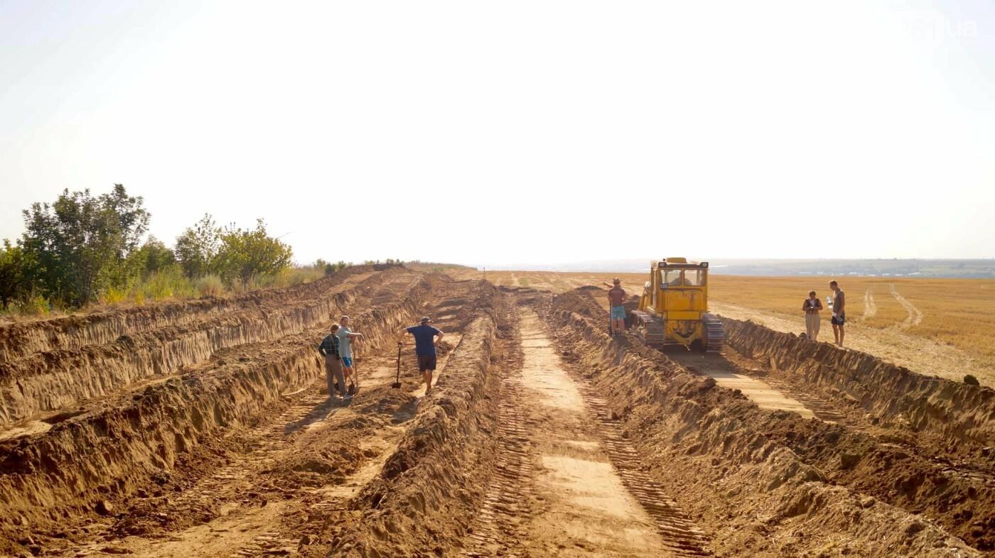 На раскопках Мамай-Горы заработал бульдозер: что уже удалось найти археологам, - ФОТО, фото-2