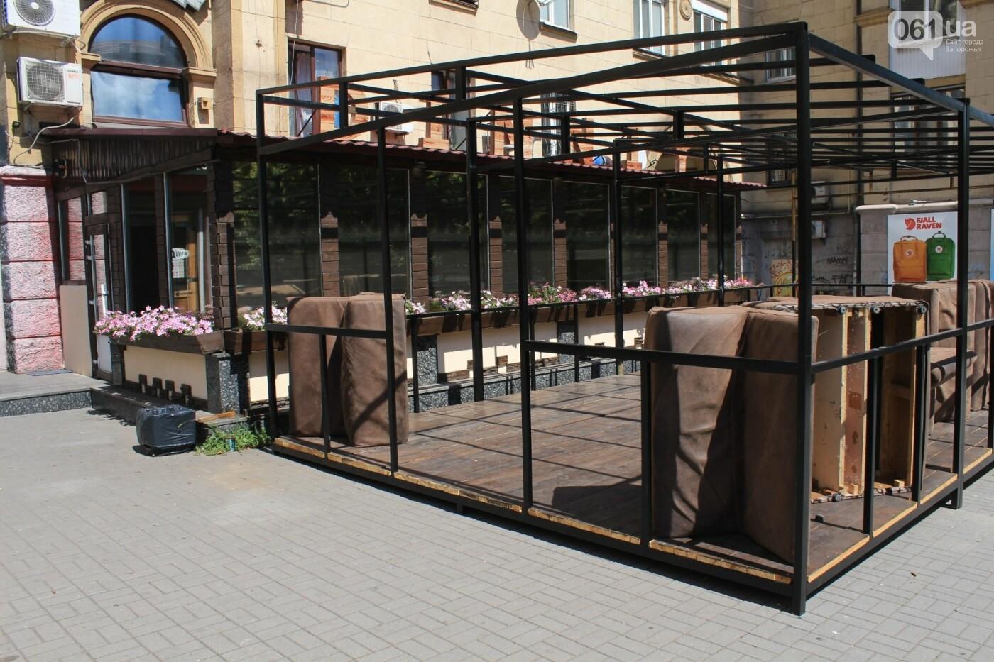 После жалоб местных жителей на шум проверили популярное кафе в центре Запорожья, фото-4